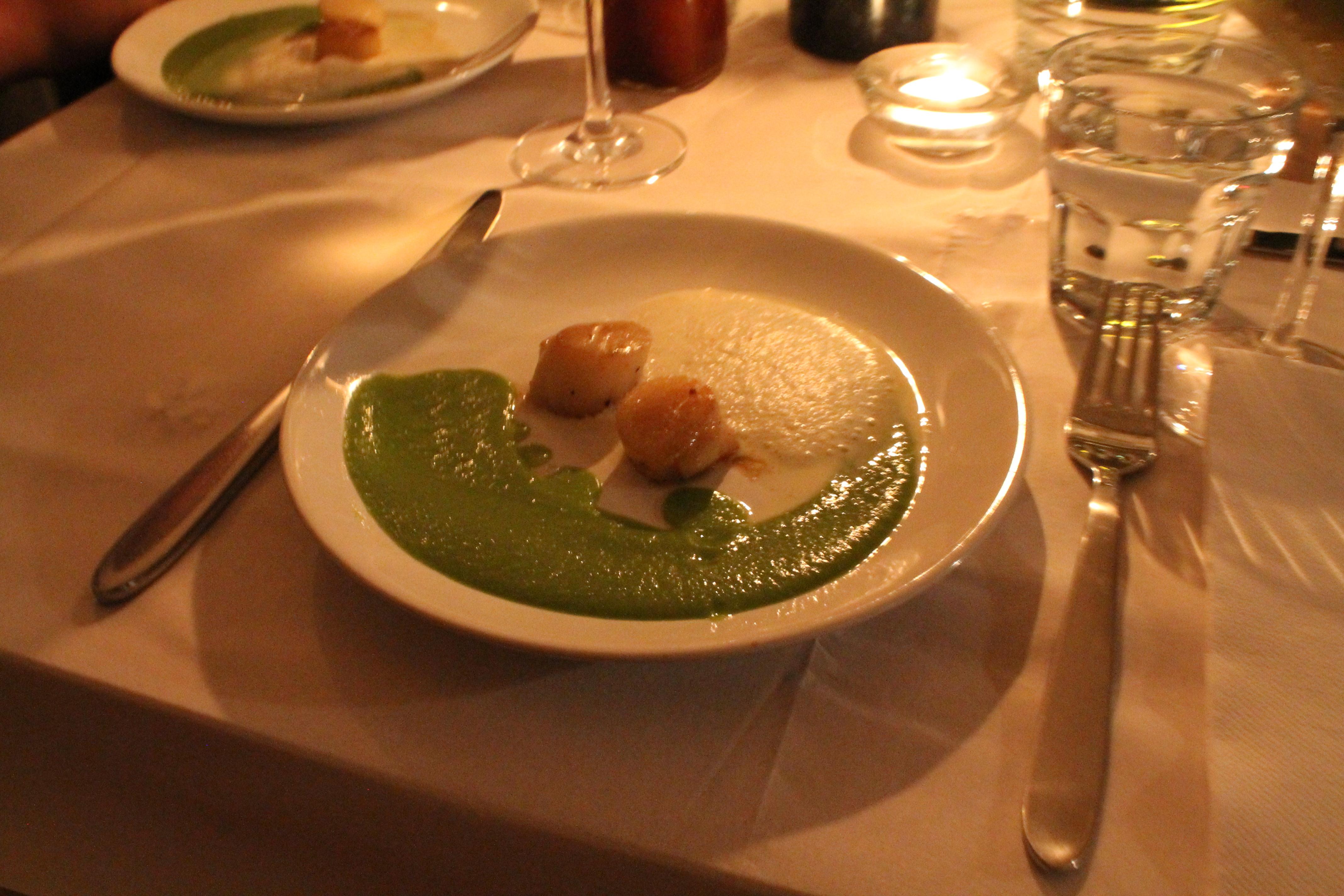 Gebratene Jakobsmuscheln, Erbsencreme und Vanilleschaum - Der kulinarische Donnerstag #6