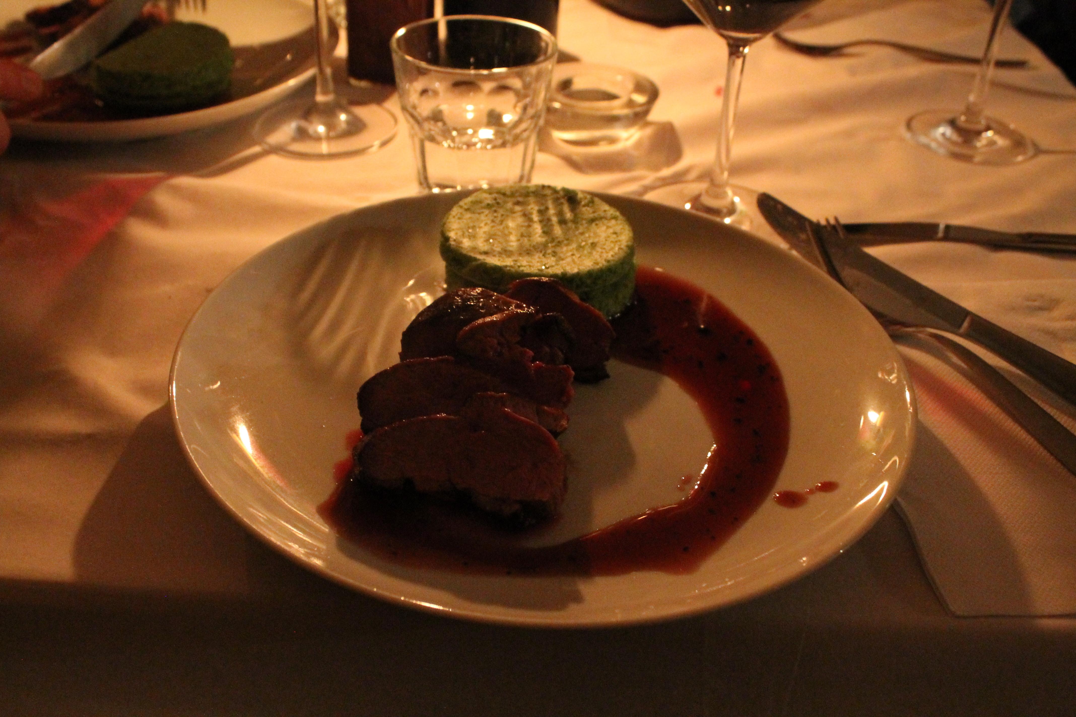 Entenbrust mit Cassis-Jus & Rosenkohl-Biskuit - Der kulinarische Donnerstag #6