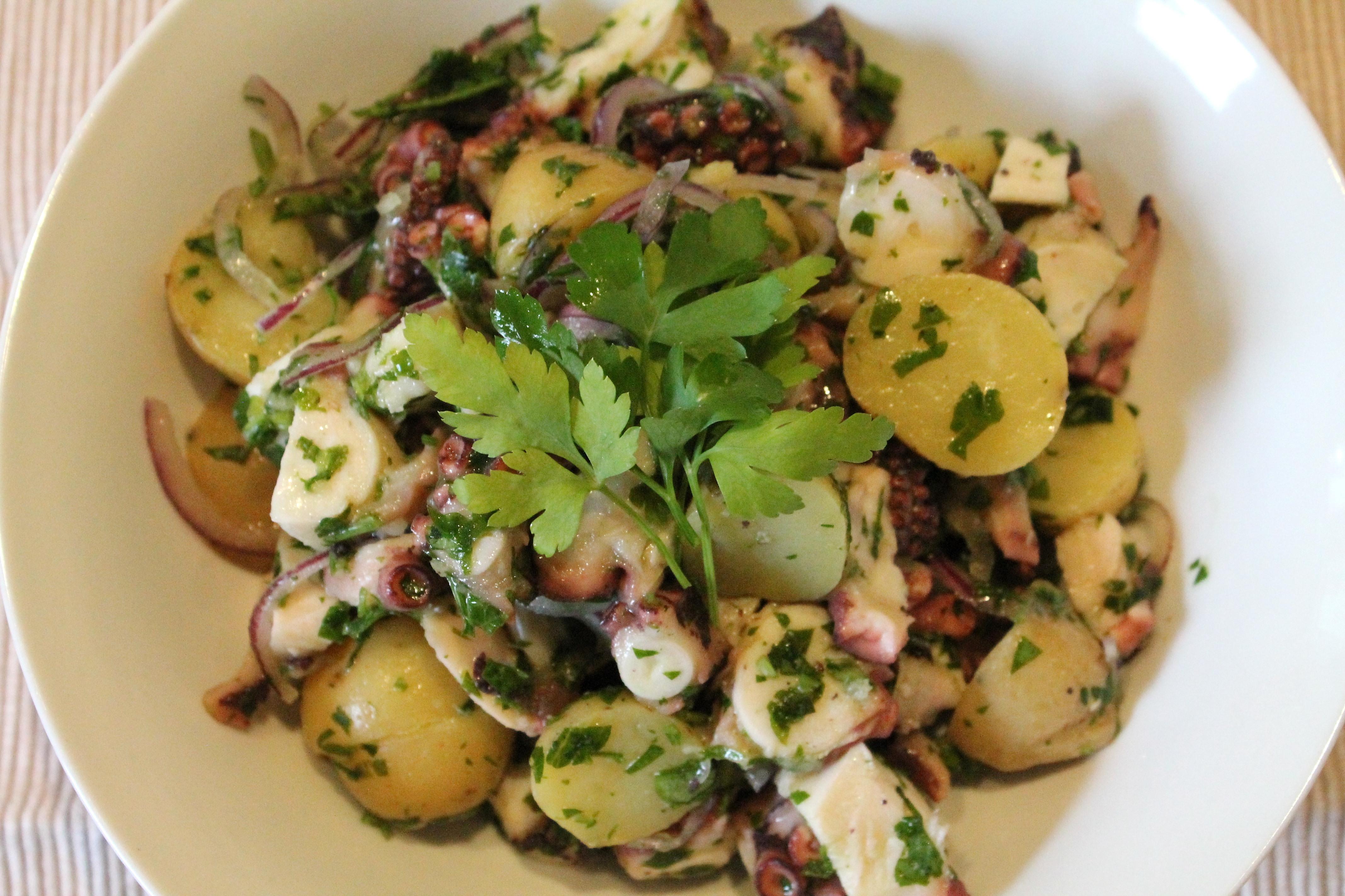 Selbstgemachter Oktopus-Salat mit frischem Oktopus