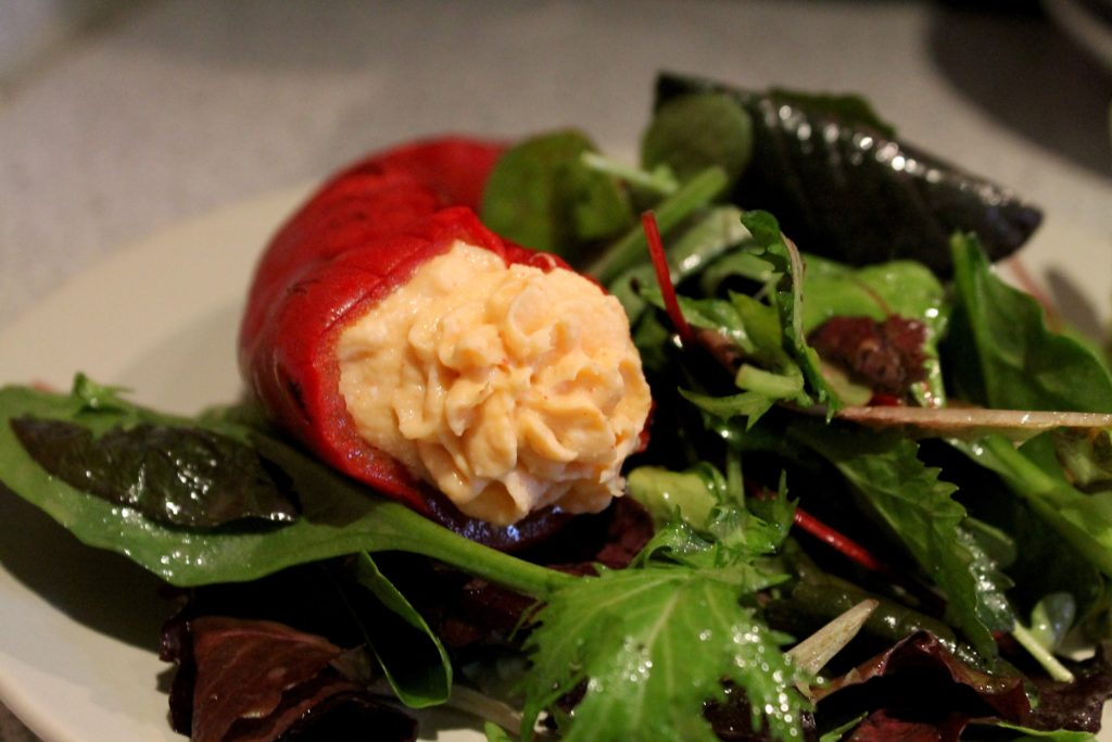 Geräucherte Paprika, Flusskrebs-Mousse, Wildkräutersalat