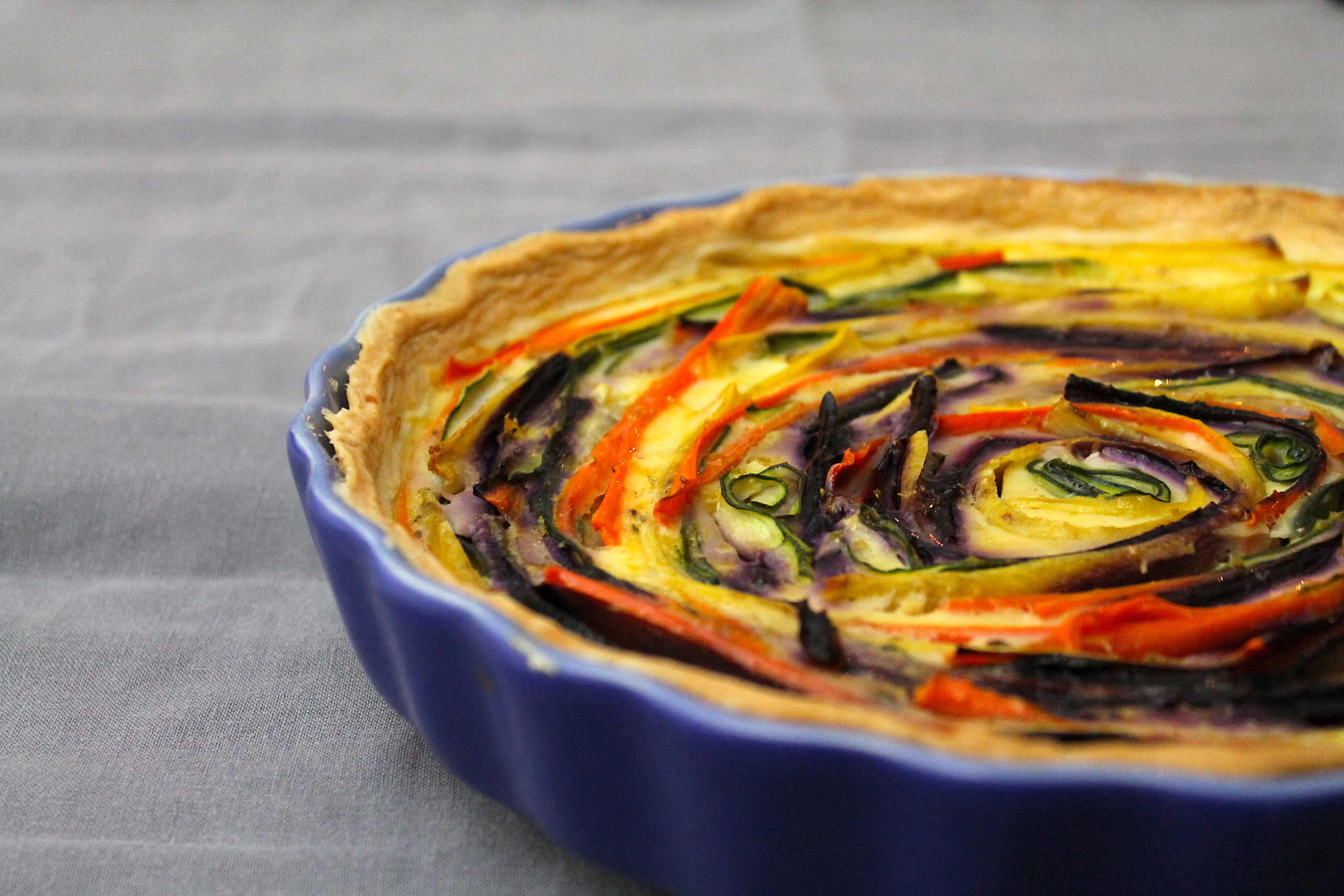 Gemüsetarte mit unten Möhren, Zucchini und Ziegenkäse