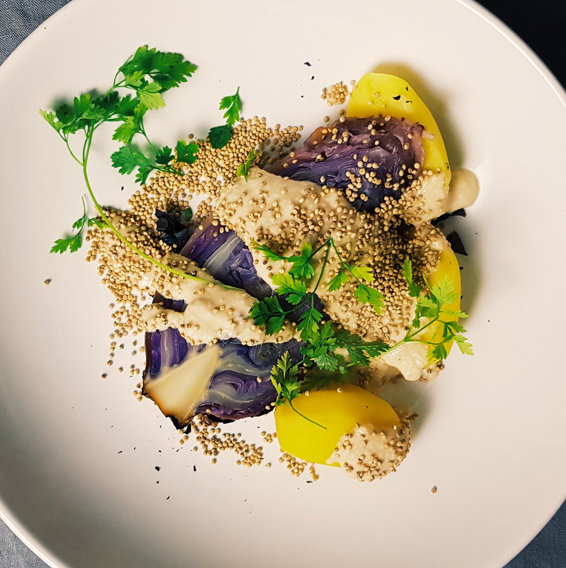 Spitzkohl mit veganer Knoblauchsauce